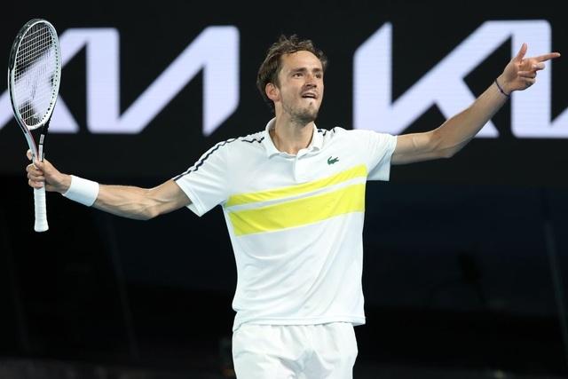 Australian Open: Vượt qua Tsitsipas, Medvedev tranh cúp bạc với Djokovic - 1