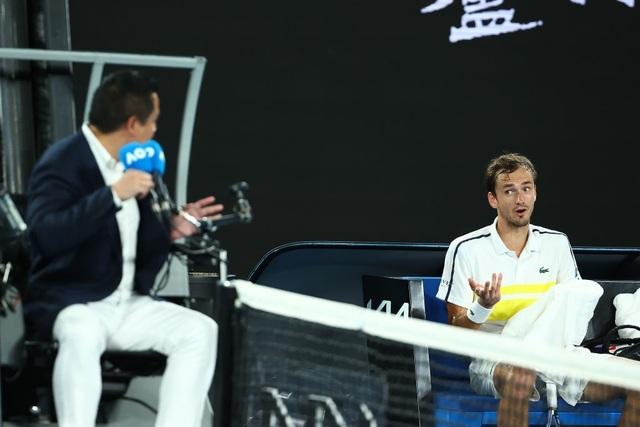Australian Open: Vượt qua Tsitsipas, Medvedev tranh cúp bạc với Djokovic - 3