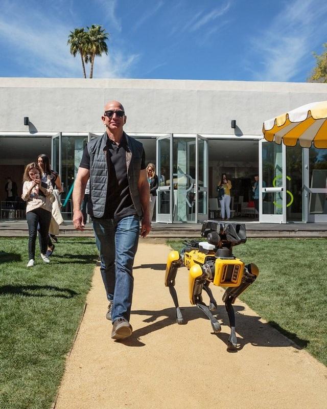 Jeff Bezos đã đưa Amazon từ cửa hàng sách thành đế chế công nghệ thế nào? - 1