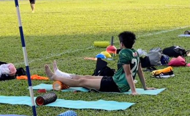 Lee Nguyễn chấn thương cổ chân khiến CLB TPHCM lo lắng - 1