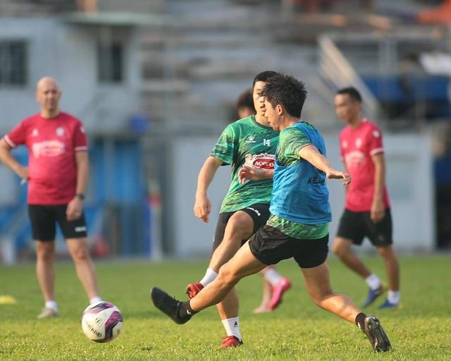 Lee Nguyễn chấn thương cổ chân khiến CLB TPHCM lo lắng - 2