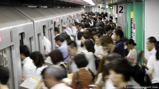 Nhật Bản bật đèn xanh cho tuần làm việc 4 ngày - 1