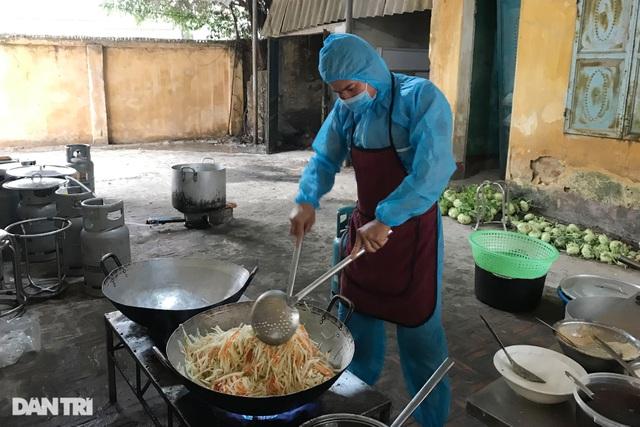 Cảm động bếp ăn dã chiến xuyên Tết luôn đỏ lửa tại ổ dịch TP Chí Linh - 8