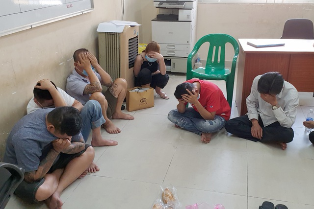 Cảnh sát hình sự đột kích sòng bạc trong hẻm sâu ở Sài Gòn - 1