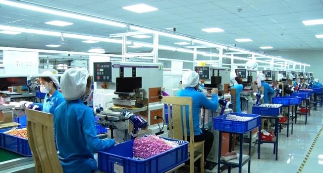 Hà Nam: Công nhân có biểu hiện ho, sốt... phải nghỉ làm và khai báo y tế - 2