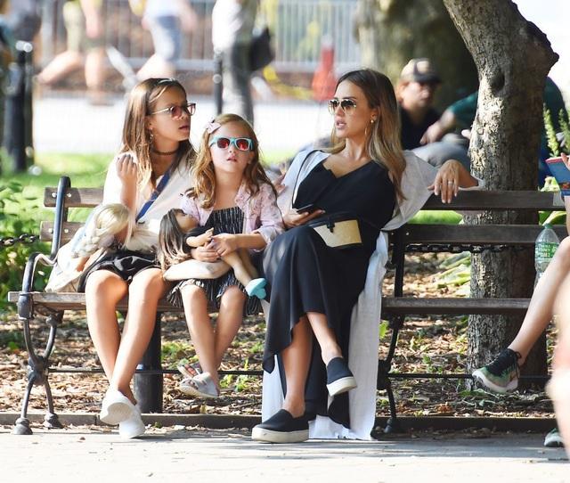 Ngôi sao Hollywood Jessica Alba: Không bao giờ chiều hư con bằng tiền bạc - 3