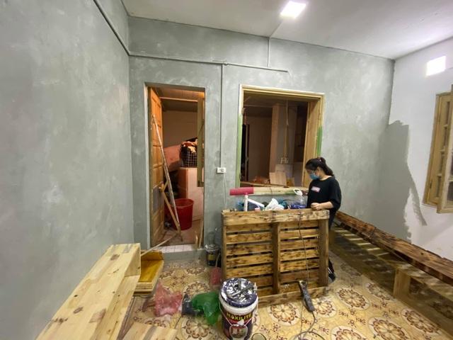 Ngỡ ngàng căn hộ tồi tàn ở Hà Nội lột xác đẹp mê chỉ 20 triệu đồng - 1