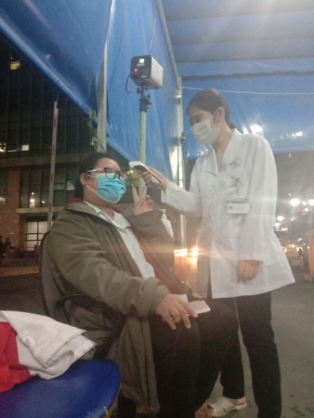 Nữ sinh tình nguyện chống Covid-19 quên cả Tết vì mải làm nhiệm vụ - 1