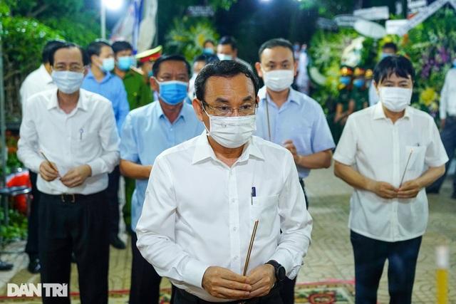 Phó Thủ tướng thắp hương, chia buồn cùng gia đình ông Trương Vĩnh Trọng - 3