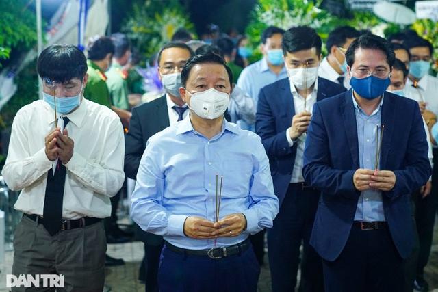 Phó Thủ tướng thắp hương, chia buồn cùng gia đình ông Trương Vĩnh Trọng - 5