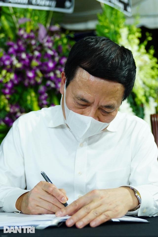 Phó Thủ tướng thắp hương, chia buồn cùng gia đình ông Trương Vĩnh Trọng - 6