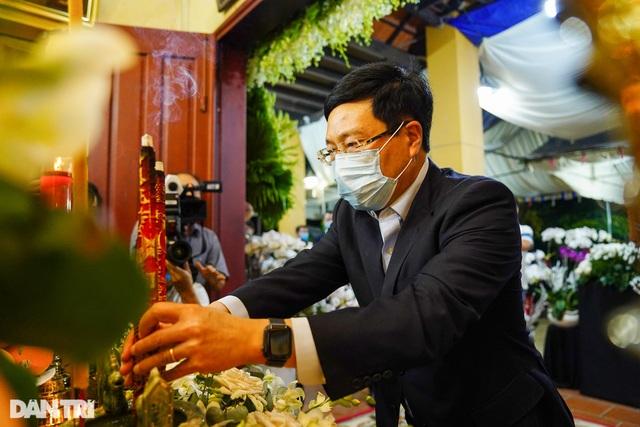 Phó Thủ tướng thắp hương, chia buồn cùng gia đình ông Trương Vĩnh Trọng - 1