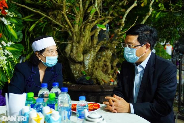 Phó Thủ tướng thắp hương, chia buồn cùng gia đình ông Trương Vĩnh Trọng - 2
