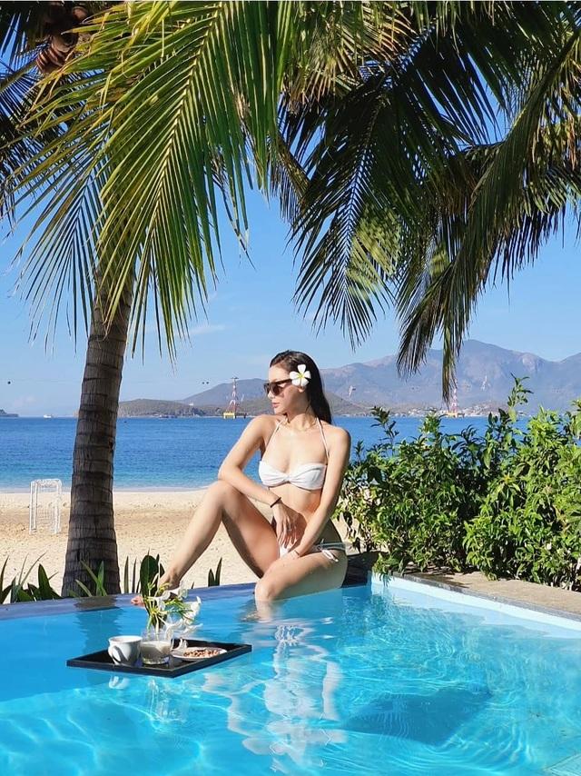 MC Minh Hà hiếm hoi diện bikini khoe vóc dáng gợi cảm - 1