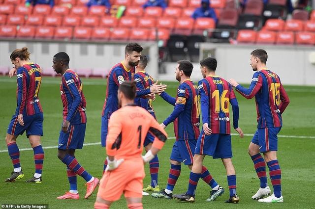 Hòa thất vọng, Barcelona hụt hơi trong cuộc đua với Atletico và Real Madrid - 4