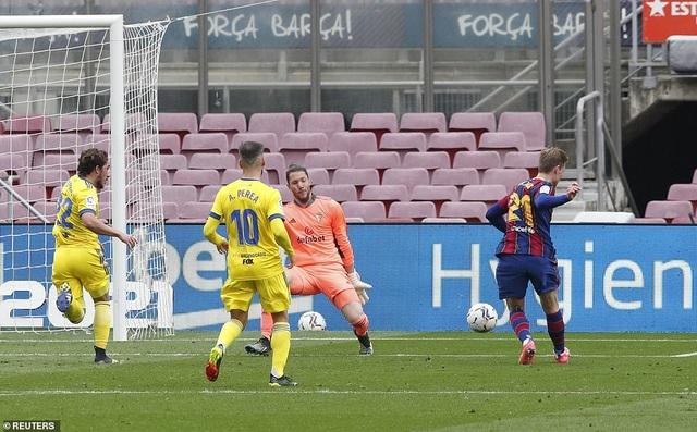 Hòa thất vọng, Barcelona hụt hơi trong cuộc đua với Atletico và Real Madrid - 5