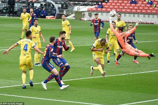 Hòa thất vọng, Barcelona hụt hơi trong cuộc đua với Atletico và Real Madrid - 6