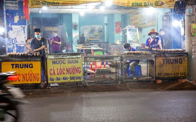 Bán cá lóc nướng thu cả trăm triệu đồng ngày vía Thần tài - 1