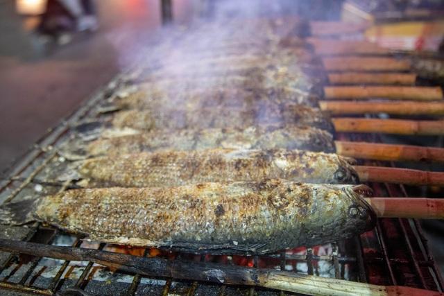 Bán cá lóc nướng thu cả trăm triệu đồng ngày vía Thần tài - 2