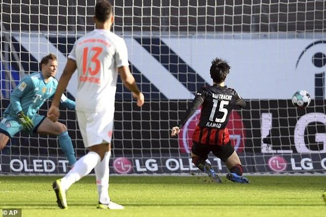 Lewandowski ghi bàn, Bayern Munich vẫn thua sốc trước Frankfurt - 1