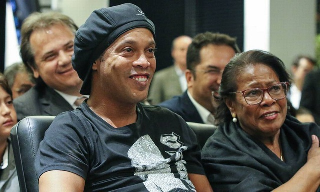 Mẹ của Ronaldinho qua đời sau khi nhiễm Covid-19 - 2