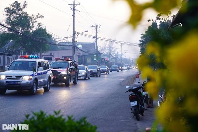 Di quan ông Trương Vĩnh Trọng đến hội trường UBND tỉnh để tổ chức tang lễ - 12