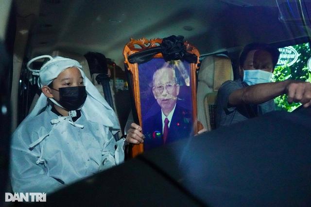 Di quan ông Trương Vĩnh Trọng đến hội trường UBND tỉnh để tổ chức tang lễ - 4