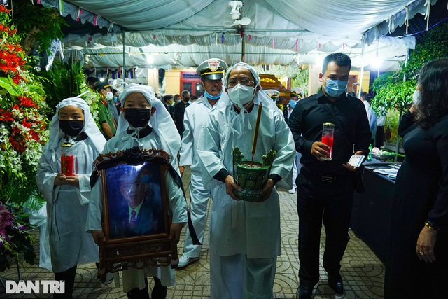 Di quan ông Trương Vĩnh Trọng đến hội trường UBND tỉnh để tổ chức tang lễ - 3