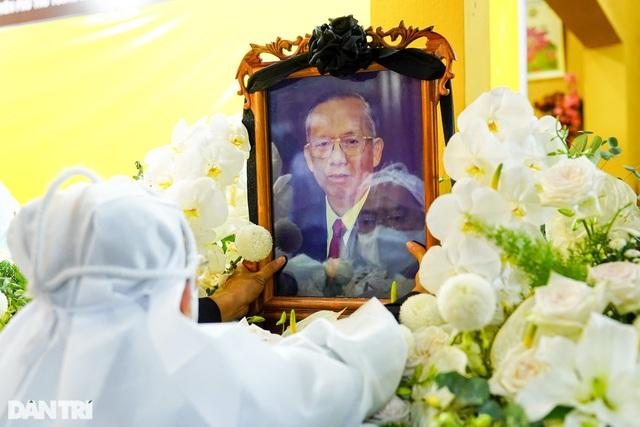 Di quan ông Trương Vĩnh Trọng đến hội trường UBND tỉnh để tổ chức tang lễ - 1