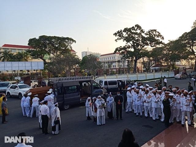 Di quan ông Trương Vĩnh Trọng đến hội trường UBND tỉnh để tổ chức tang lễ - 15