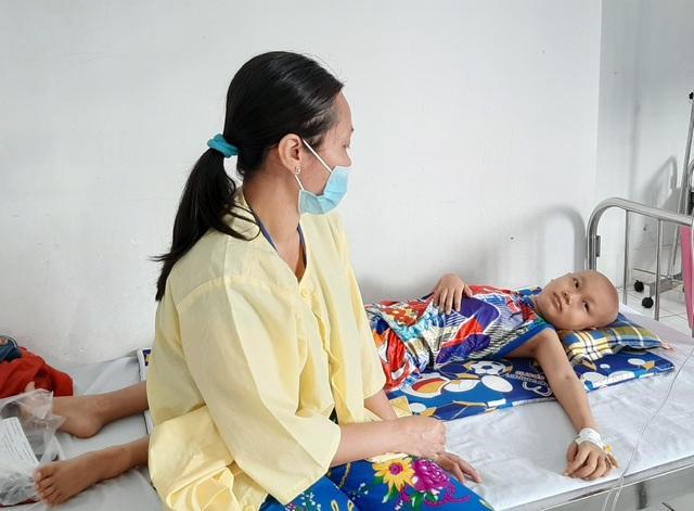 Thương bé 10 tuổi nhà nghèo mắc ung thư máu, có khả năng đẩy lùi bệnh - 1