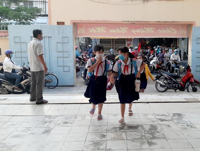 Nhiều tỉnh tăng cường phòng dịch ngày đầu tiên học sinh trở lại trường - 9