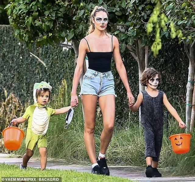 Ngưỡng mộ eo thon của siêu mẫu 2 con Candice Swanepoel - 7