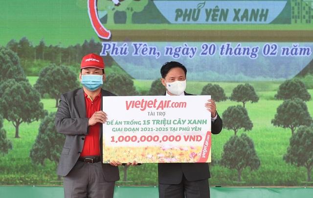 Vietjet hưởng ứng lời kêu gọi trồng cây vì một Việt Nam xanh - 1