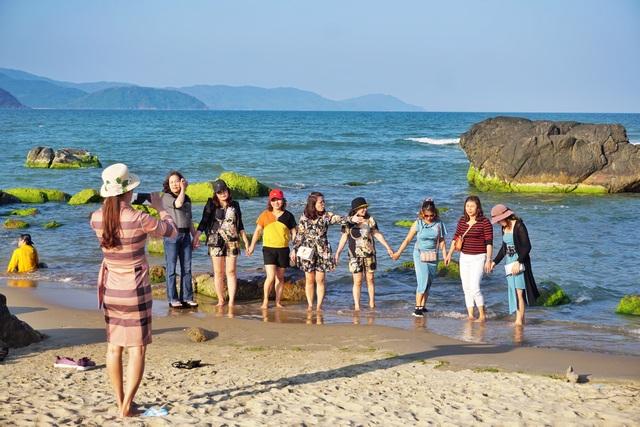 Mùa rêu xanh tại Rạn Nam Ô Đà Nẵng hút du khách check-in đầu năm - 4