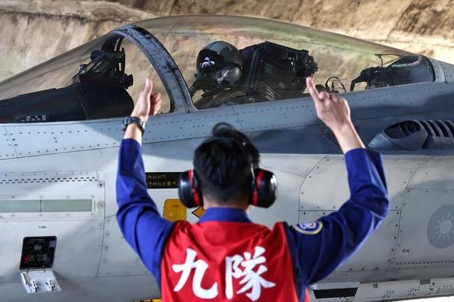 Trung Quốc điều 20 máy bay quân sự liên tục áp sát Đài Loan - 1