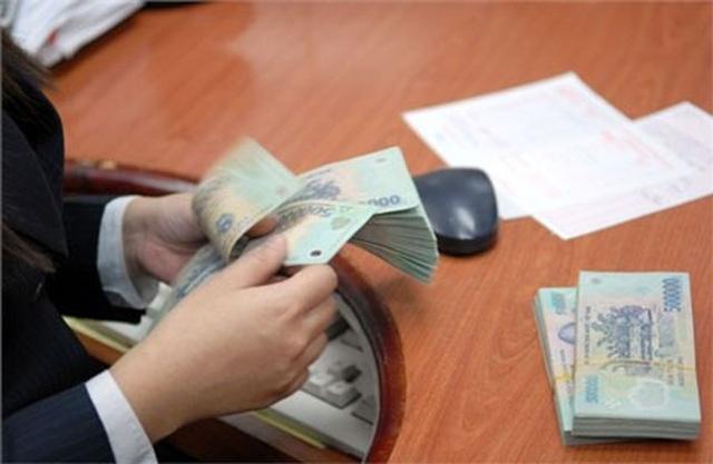 Ngân hàng lớn dồn dập giảm lãi suất tiền vay - 1