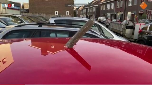 Hà Lan: Máy bay cháy động cơ trên không, mảnh vỡ xuyên thủng xe hơi - 1