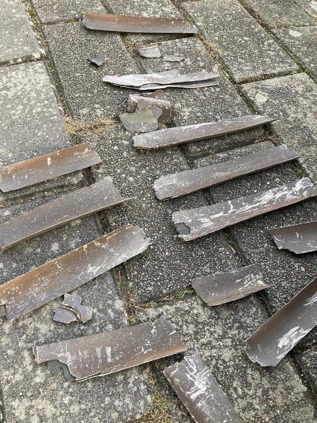 Hà Lan: Máy bay cháy động cơ trên không, mảnh vỡ xuyên thủng xe hơi - 3