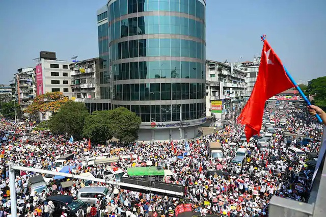 Myanmar tê liệt vì tổng đình công phản đối đảo chính - 1