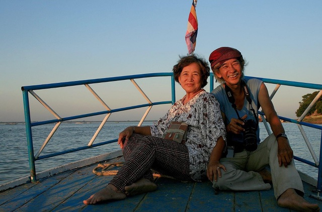 The U70 rider couple stunned when crossing Vietnam by motorbike - 2