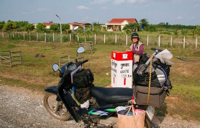 The U70 rider couple stunned when traveling through Vietnam by motorbike - 3