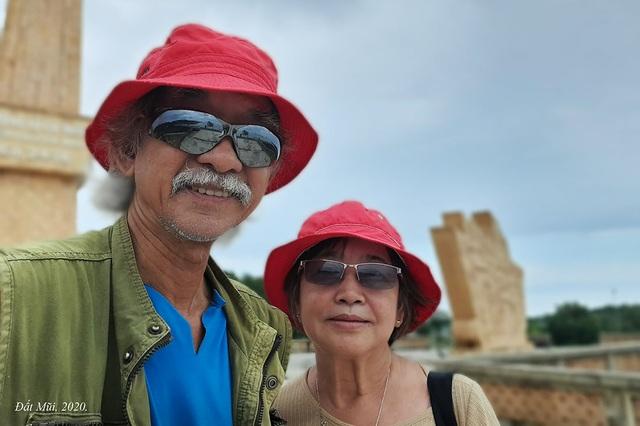 The U70 rider couple stunned when crossing Vietnam by motorbike - 4