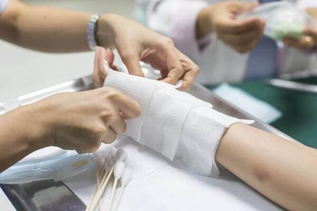 Xử lý phù nề, vết bầm do chấn thương phần mềm khi va chạm giao thông - 1