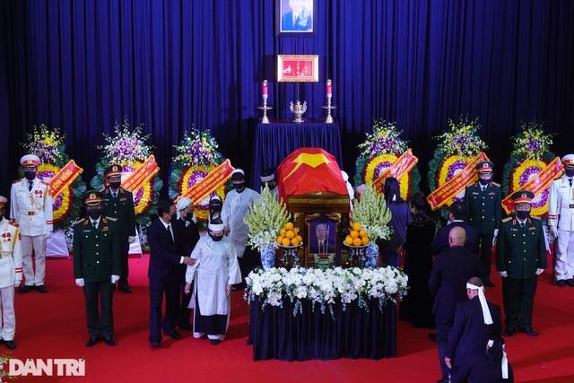 Nguyên Phó Thủ tướng Trương Vĩnh Trọng về nơi an nghỉ cuối cùng - 4