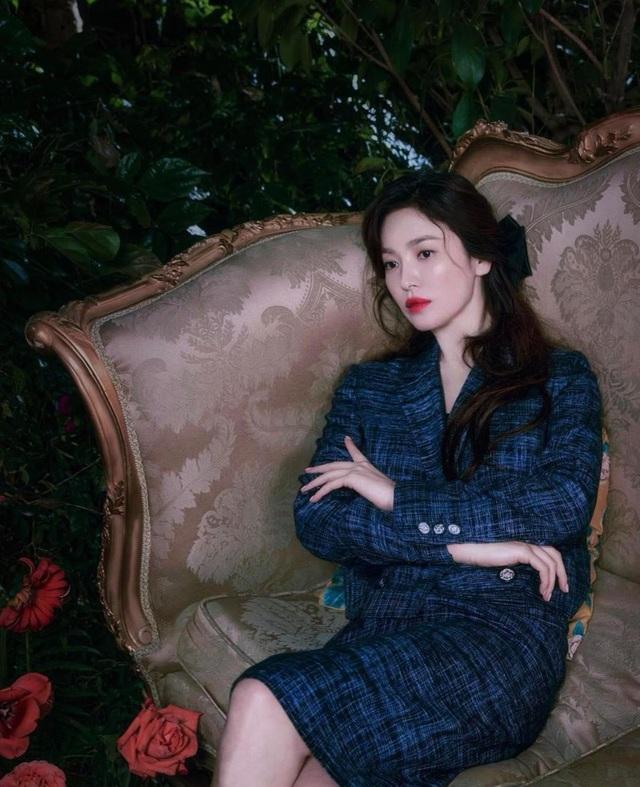 Song Hye Kyo hút hồn với phong cách không tuổi - 12