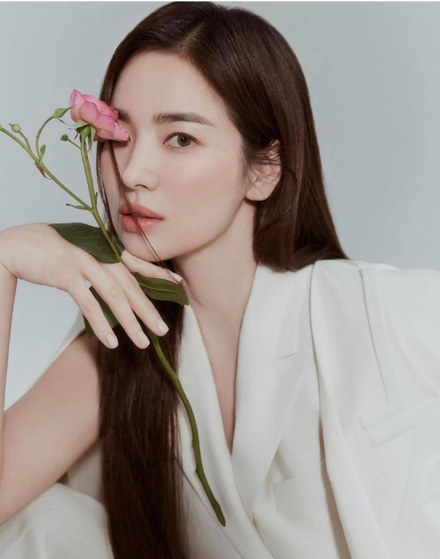 Song Hye Kyo hút hồn với phong cách không tuổi - 1