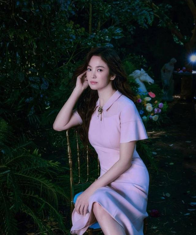 Song Hye Kyo hút hồn với phong cách không tuổi - 13