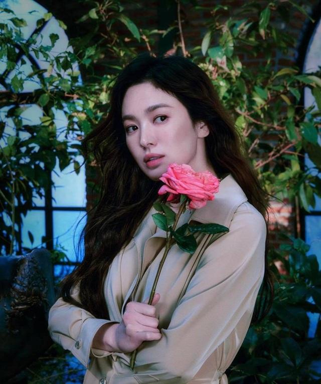 Song Hye Kyo hút hồn với phong cách không tuổi - 11