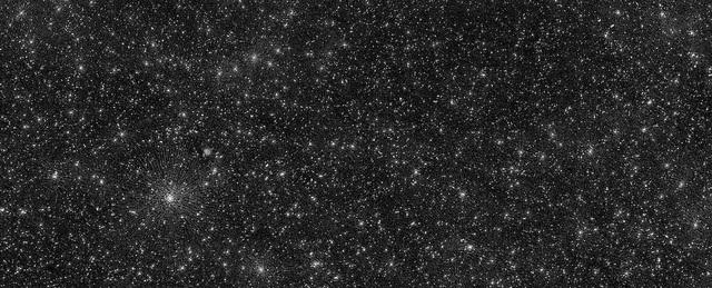 Đây là bức ảnh của những ngôi sao, thiên hà hay hố đen? - 1
